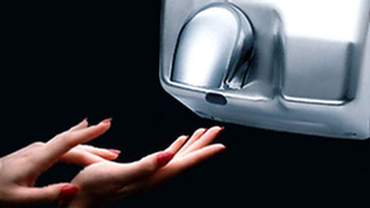 Электрические сушилки для рук распространяют инфекции