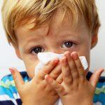 Причина появления соплей при насморке у человека