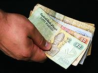 Бумажные деньги — источник опасных бактерий, предупреждают врачи