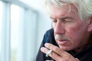 Витамин Е может увеличить риск развития пневмонии у пожилых курящих мужчин