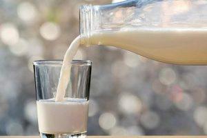 Медики рассказали, как молоко ухудшает симптомы простуды