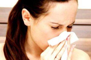 Врачи назвали распространенные ошибки при лечении насморка