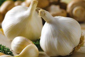 Продукты-антибиотики: чеснок, лук и петрушка