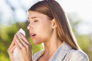 Маски, душ, очки и врач: Роспотребнадзор дал советы по защите от сезонной аллергии