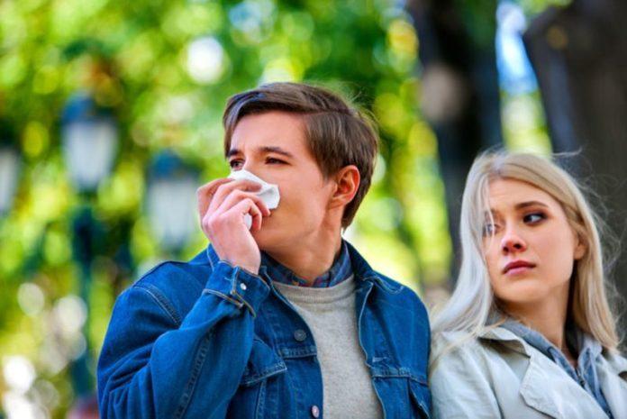 Врачи нашли способ, как избавиться от аллергии на тополиный пух