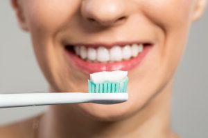 Забота о ротовой полости и зубах: правильная чистка зубов
