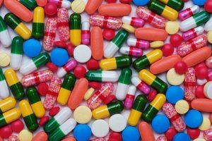 Эксперты предложили государству оплачивать все лекарства по рецепту в РФ