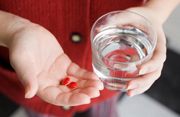 Как правильно запивать таблетки