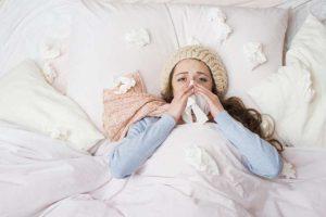 Врач рассказал об ошибках россиян в лечении гриппа и ОРВИ
