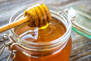 Врач Виктор Конышев рассказал, почему в мёде больше вреда, чем пользы