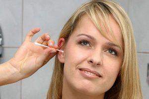 ЛОР-врач Владимир Зайцев рассказывает как правильно чистить уши