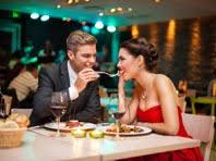 Диетологи показали вред позднего приема пищи